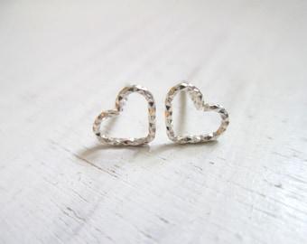 Silver heart earrings, heart stud earrings silver, small post earrings silver, mininimalist earrings simple everyday jewelry