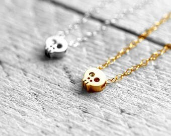 SKULL necklace with skull | gold