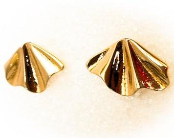 Gold Plated Fan Drop Earrings  Gold Tone   Pierced Ears   1 By 1 1/4 inches
