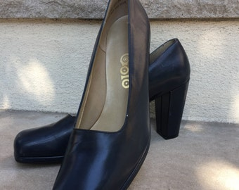 1970s Navy Blue Leather Pumps Vintage Heels by Golo