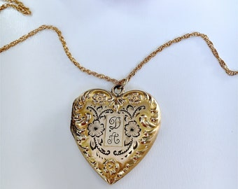 Vintage Ripley & Gowan La Mode 12k gold filled repousse and etched floral locket guilloche back monogrammed D.A. With photo