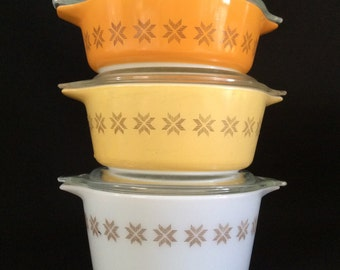 Pyrex Round Casserole Dishes - Town and Country Set ( 1963-1967 ) with lids
