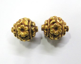 Vintage antique handmade 20K Gold jewelry beads pair from rajasthan india
