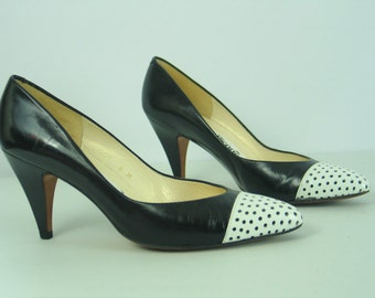 Vintage EVAN PICONE Black White Spectator Wingtips High Heel Pumps size 6 M Made in Spain 80's does 50's in excellent vintage condition.
