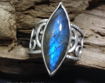 Slightly imperfect labradorite ring, wide solid sterling silver open knot work filigree design, marquise stone, blue flash, fits size 9.5