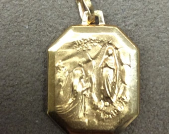 Mother Mary 18k Yellow Gold Pendant