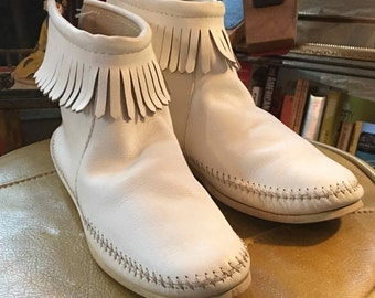 Size 9 Women's White Leather Moccasin-Ankle with Leather Fringe
