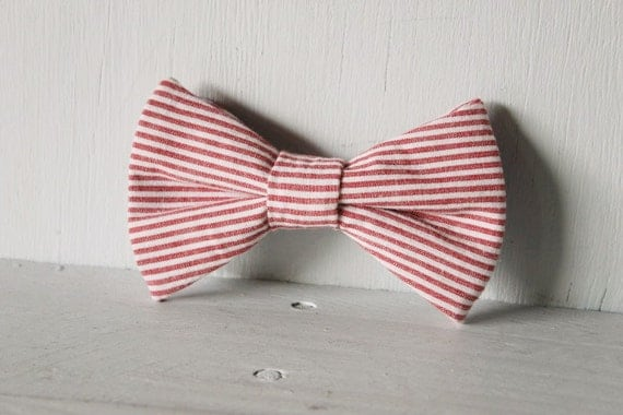 Dog bow tie >> Red and white stripe candycane Christmas bow with elastic >> Pet gift
