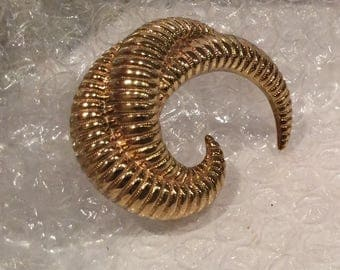 Vintage Monet Fashion Designer Brooch, Goldtone Swirl Curl Brooch, Curve pin, Coat Lapel , Large pin, Hollywood Fashion Jewelry