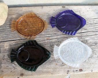 Retro Glass Fish Plates, Mid Century Appetizer Plates, Mad Man Bar, Set of Four, Retro Fish Shaped Mid Century Beach Snack Plates