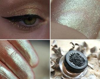 Eyeshadow: Fidget - Nomad. Bronze-green-blue prismatic eyeshadow by SIGIL inspired.