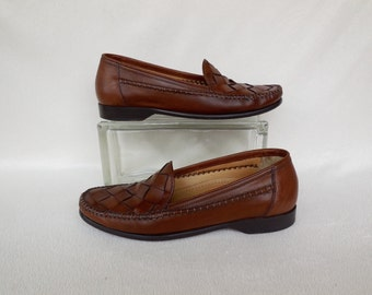 Mens WOVEN Leather Loafers/Brown Leather Loafers/Mens Slip On Shoes/Boho Hippie Shoes/Mens Moccasins/COLE HAAN/Mens Vintage Shoes/Size 8.5 M