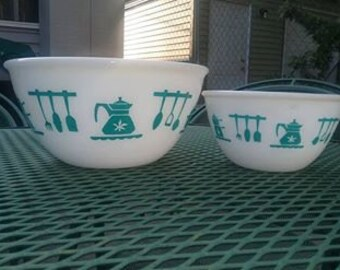 Set of Two 1950s Hazel Atlas Kitchenaid Bowls