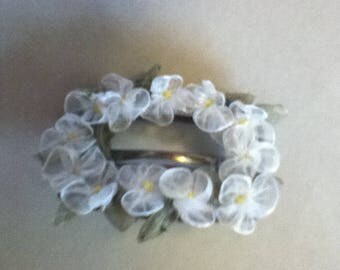 Vintage Hair Buckle With White Ribbon Flowers