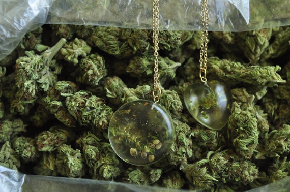 Real Marijuana Necklace 420 Jewelry Seeds Stems Weed Mary Jane pendant gold chain marijuana cannabis hemp seeds