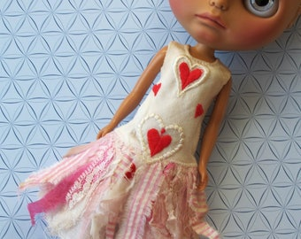 Petite Apple vintage style heart dress for Blythe doll