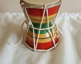 Miniature Djembe Wood Drum Table Finger Drum for Belly Dancing Ornate Musical Instrument Percussion Chime Dance Costume Prop