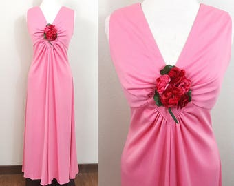 1970s Vintage Dress / 70s Maxi Dress / Melon / Red flower corsage / Sleeveless
