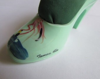 FLORIDA SHOE PINCUSHION vintage 50's souvenir jadeite green celluloid high heel with a hand painted Pink Flamingo Tampa Fla 4C-200