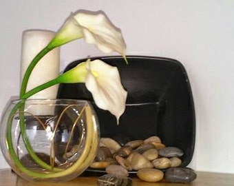 Melody; Sku: 24-1563; 12 inch tulips inside a bubble vase with a wire sculpture inside.