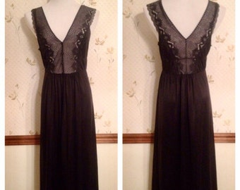 Beautiful Black Lace Vintage Slip / Nightgown by JC Penny. Size L (maybe XL)