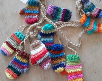 Funky striped mitten garland / Rainbow garland / Funky rustic mitt / Christmas Garland bunting / Free shipping