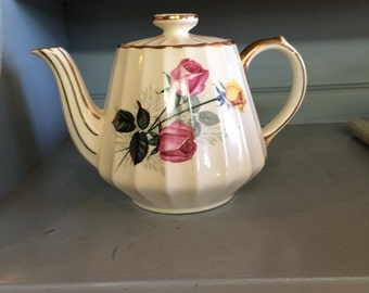 Vintage Tea pot with Roses