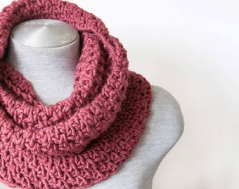 Crochet chunky scarf - Infinity scarf - Oversized scarf - Cranberry red scarf - Chunky circle scarf - Crochet cowl scarf -Hand knitted scarf