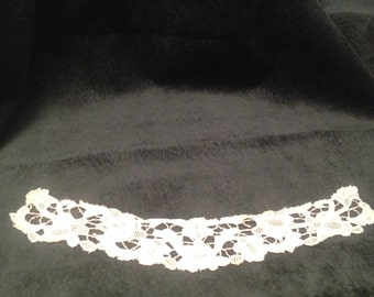 Collar or neck band, handworked lace, circa 1900