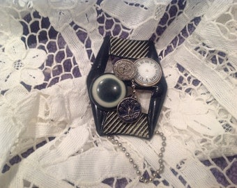 Vintage button brooch, one of a kind, silver and black