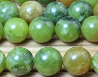 37 pcs of Natural Green Jade smooth round beads in 10mm