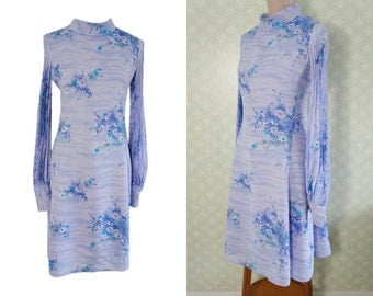 Lavender vintage dress 60s. Accordion pleated bishop sleeve. Large vintage dress. Floral print dress.