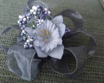 floral hair clip (blue)