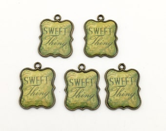 5 sweet thing charms bronze tone and resin  ,29mm# CH 092