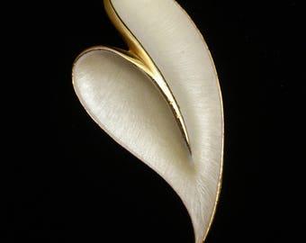 Stylized Heart Brooch Pin Enamel JJ