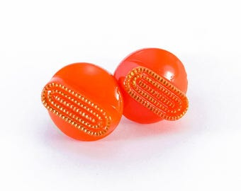 Stud earrings made from a vintage glass button 40s orange surgical steel - Georgette