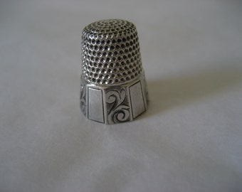 Paneled Sterling silver Thimble. size 6