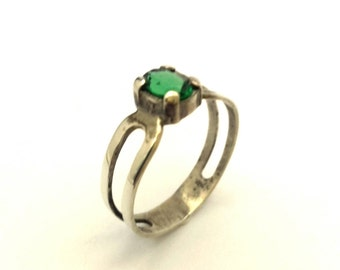 Cubic Zirconia Green Diopside Color Oval Vintage 925 Sterling Silver Ring
