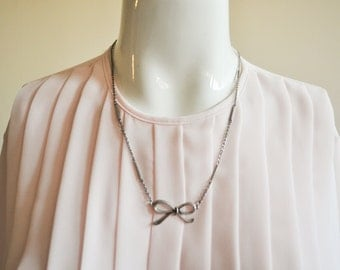 Vintage 1950's Silver Bow Short Medium Length Layer Necklace Retro Accessory RockabillyJewelry Sweet Pendant Delicate Chain 60s 50s 80s