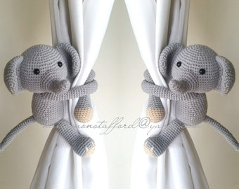 A pair of Elephants curtain tie back,  Crochet tie back.  MADE TO ORDER***