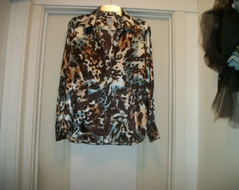 Retro 90s Big ANIMALY PRINT w Touch of Blue SILKY Ladies Shirt, 12