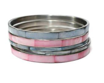 Vintage '80s Mother Of Pearl Inlay Bangle Bracelet Light Blue & Pink Set of 5 Silvertone Metal