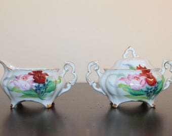 Creamer and Sugar Set – White with Pink and Red Roses – Gilt Trim – Tahiro Japan