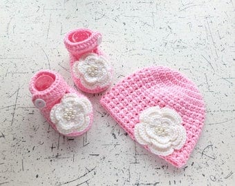 Pink Hat and booties set - Pink and White - Crochet baby set - Baby girl gift - Baby girl booties - Baby girl hat - Baby girl clothes