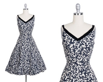 Vintage 1950s dress // 50s abstract print sun dress
