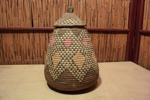 vintage african tribal basketry basket with lid brown pink. Black Bedroom Furniture Sets. Home Design Ideas