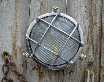Superb vintage style round ship bulk head wall light polished metal ships lamp