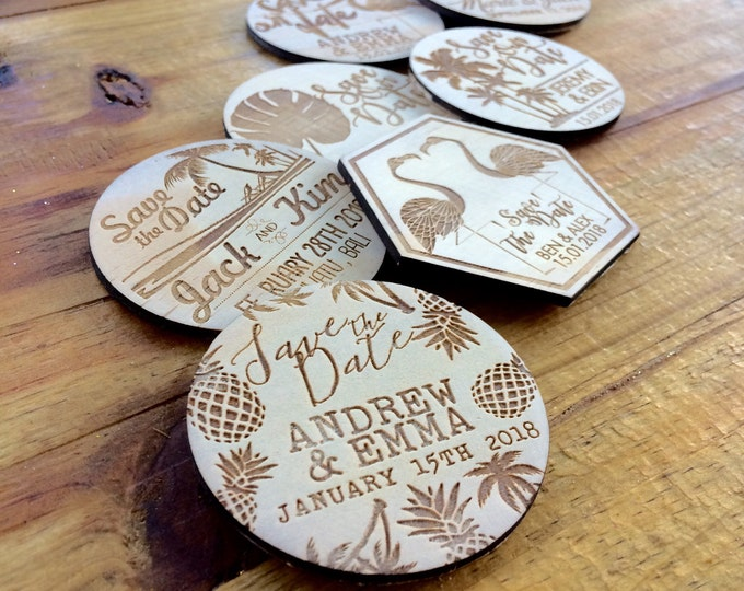 Save the date magnets. 10 pieces. Wooden magnets. Rustic. Wood etched - Tropical Designs
