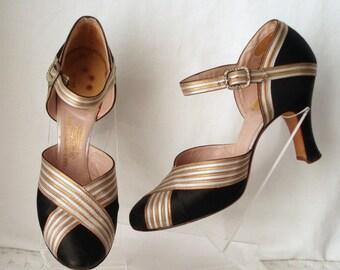 Zapatos tamaño Saks Fifth de cuero negro de seda de oro plata c1920 Avenue 'Fenton' de lujo Reino Unido SZ 2.5. Moda de la aleta.  Zapatos de baile vintage.