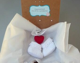 Pregnancy announcement, Grandparent Reveal, crochet baby shoes, Baby Gender reveal - Newborn size